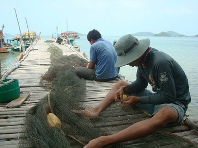 Some fishermen prepare their large net before fishing on Nhum Ba Island