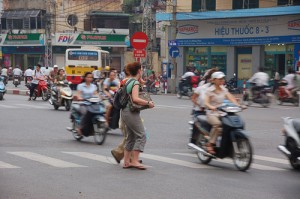 Vietnam travel tips - Tips for street crossing